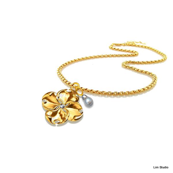 18kt Yellow Gold w/ White Tahitian Pearl