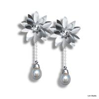 18kt White Gold w/ Diamonds & WhiteTahitian Pearls