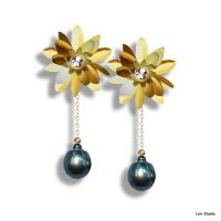 18kt Yellow Gold w/ Diamonds & Black Tahitian Pearls