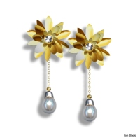 18kt Yellow Gold w/ Diamonds & White Tahitian Pearls