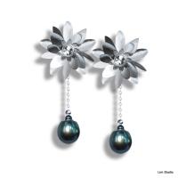 18kt White Gold w/ Diamonds & Black Tahitian Pearls