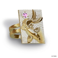 18kt yellow gold w/ pink sapphire